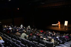Conférence gesticulée « De la fourche à la fourchette... Non l'inverse ! » organisée par Ecol'Aube Festival à La Chapelle Saint-Luc, en 2020
